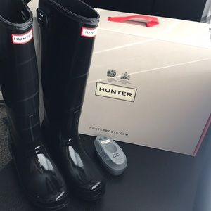 Barely used gloss adjustable hunter boots with box